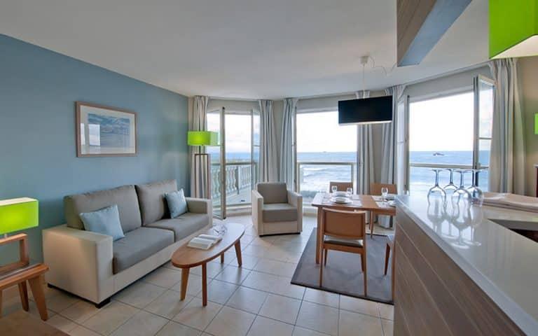 residence reine marine apart hotel saint malo brittany. Black Bedroom Furniture Sets. Home Design Ideas