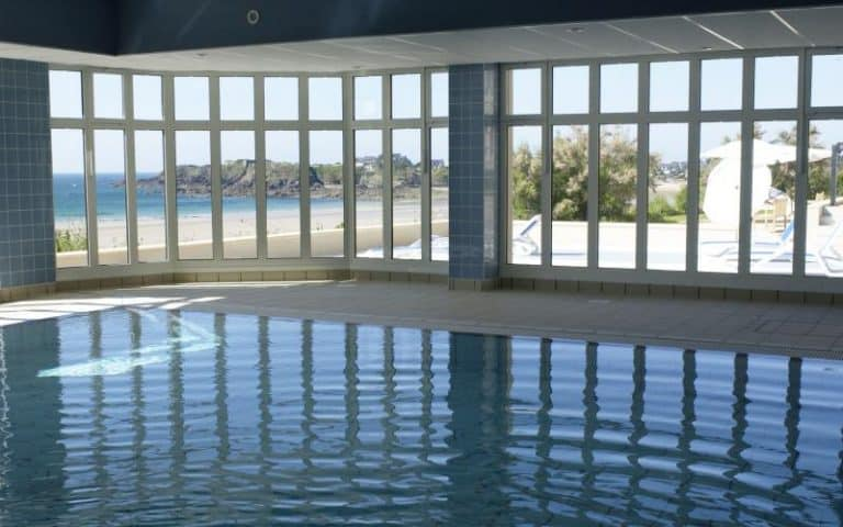 Residence reine marine apart hotel saint malo brittany for Hotel avec piscine interieur montreal