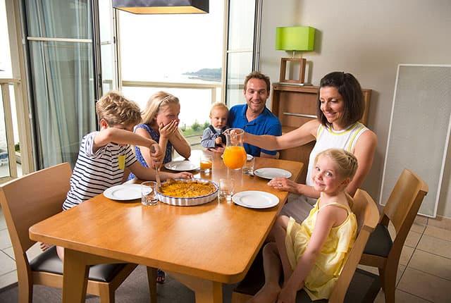 Famille en vacances à Saint-Malo